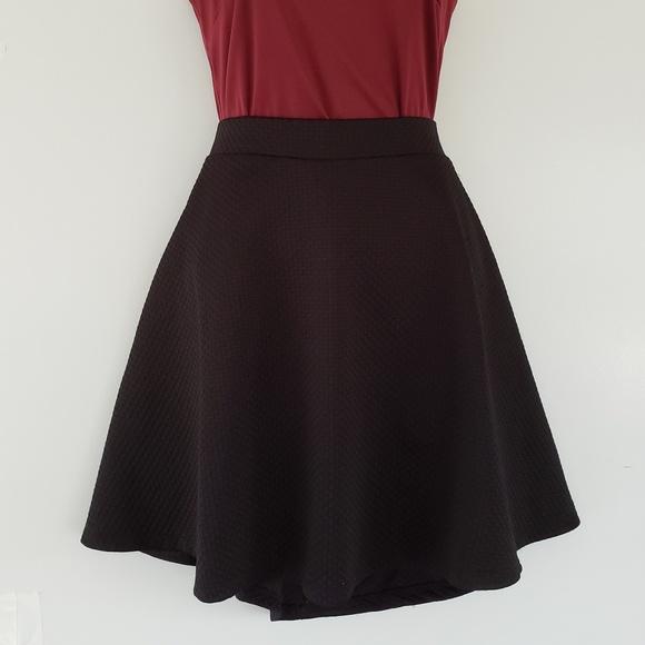 H&M Dresses & Skirts - H&M Black Structured Textured Skirt - Medium